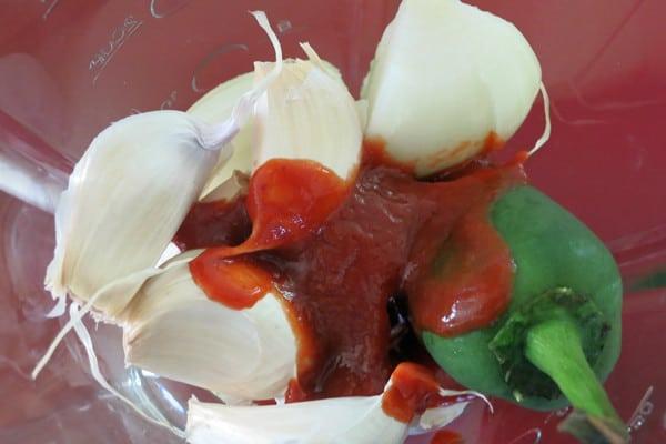 Natural Pesticides- Homemade Garlic Pepper Spray